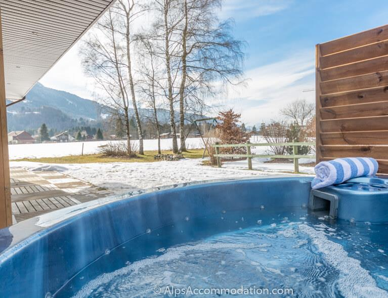 Chalet Balthazar Samoens Relax tired legs in the luxurious hot tub