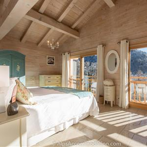 Chalet Falcon Samoens Wonderful ensuite king bedroom