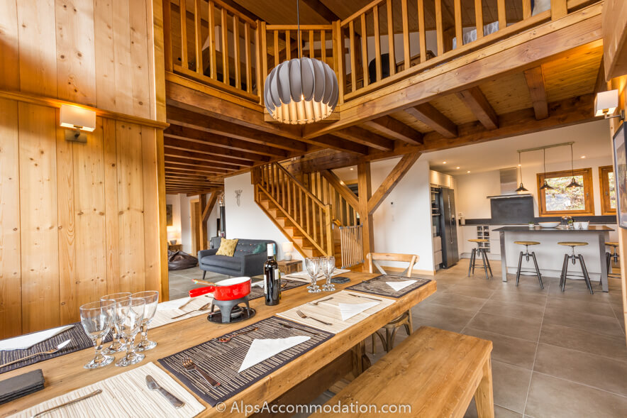 Chalet Marguerite Samoens A double height ceiling and huge windows offering great views