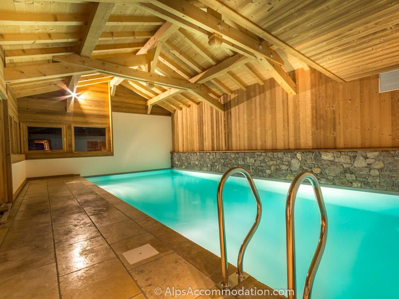 Chalet Le Strange Samoens Private swimming pool