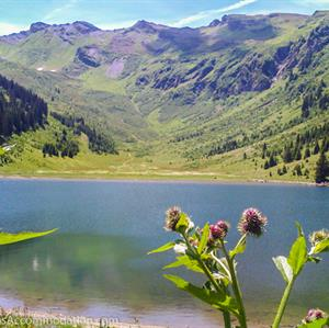 Hike to remote mountain lakes at over 2000m altitude!