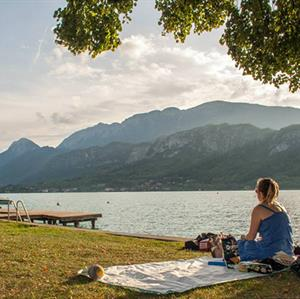 Swimming and a BBQ at Lac d'Annecy, one hour from Samoens